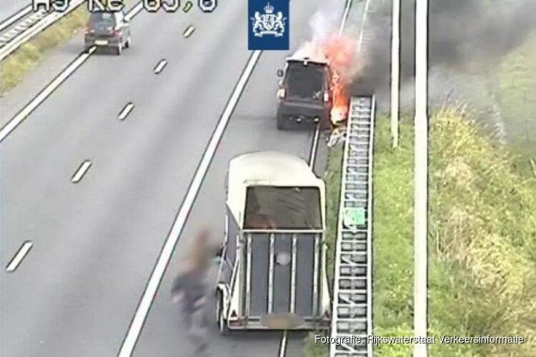 Auto met paardentrailer in brand op A9, weg weer vrij