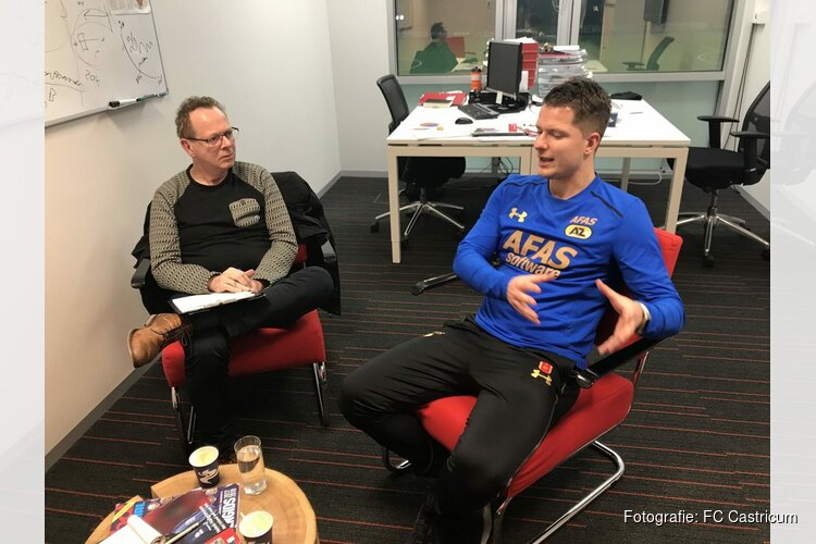 AZ-topsportbegeleider Bart Heuvingh komt spreken in de FC Castricum kantine