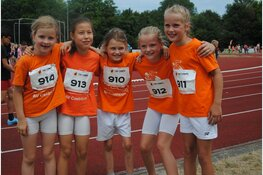 Meisjes pupillen C Atletiek Vereniging Castricum lopen 22 jaar oude clubrecord uit de boeken