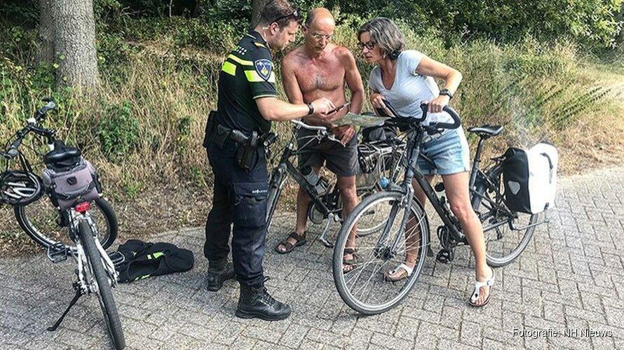 Politie weert fietsers uit duinen Heemskerk door brand