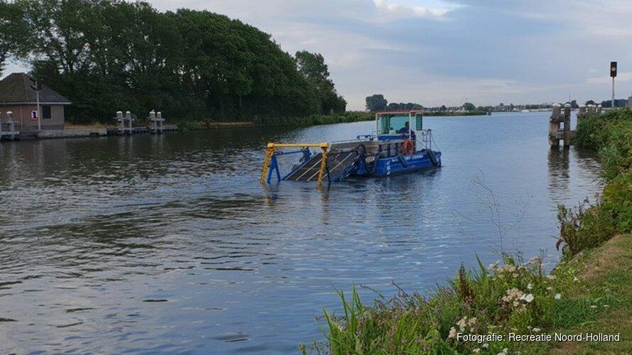 Recreatieschap maait waterplanten Alkmaarder- en Uitgeestermeer