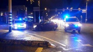 'Doorgesnoven' agressieveling bekogelt auto's en slaat automobilist in elkaar