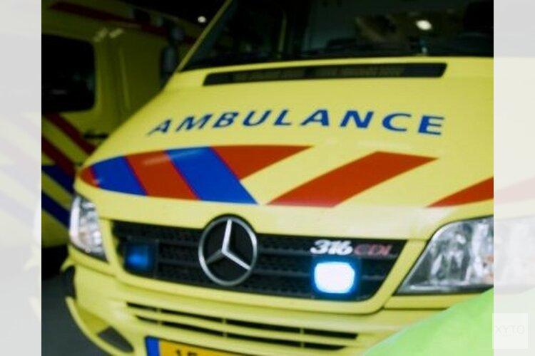 Ambulance vast in de modder(video)