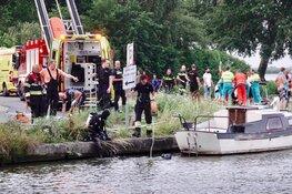 Auto te water in Uitgeest: één man gered