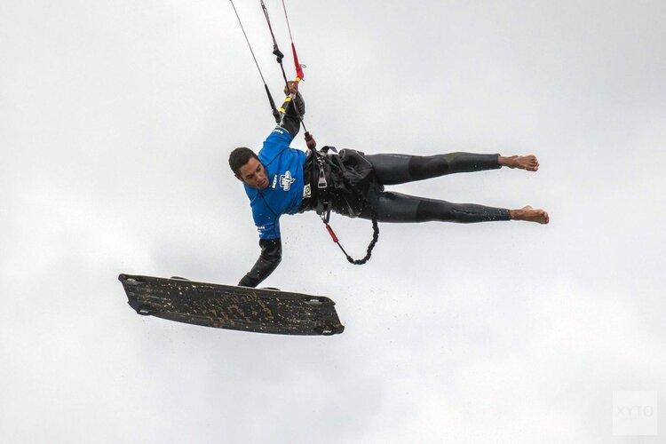 NK Big Air kitesurfen bij Castricum