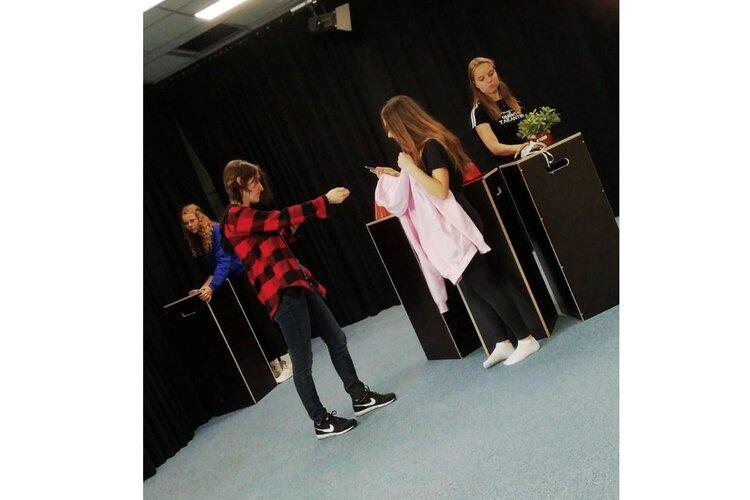 Leerlingen van Jac P Thijsse College komen met een zelfbedacht productie!
