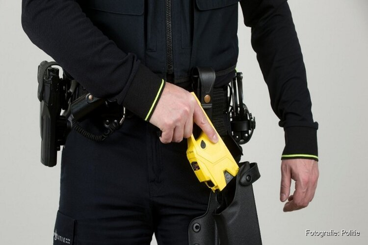 Minister wil stroomstootwapen voor politie